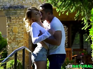 Hot outdoor dealings - Kira Thorn, Renato
